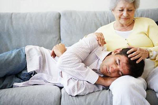 Мать бреет лобок своему сыну 2 фотография